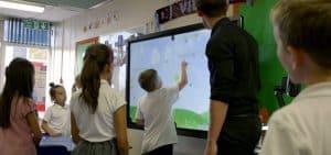 Quelles différences entre ecrans tactiles et interactifs ?